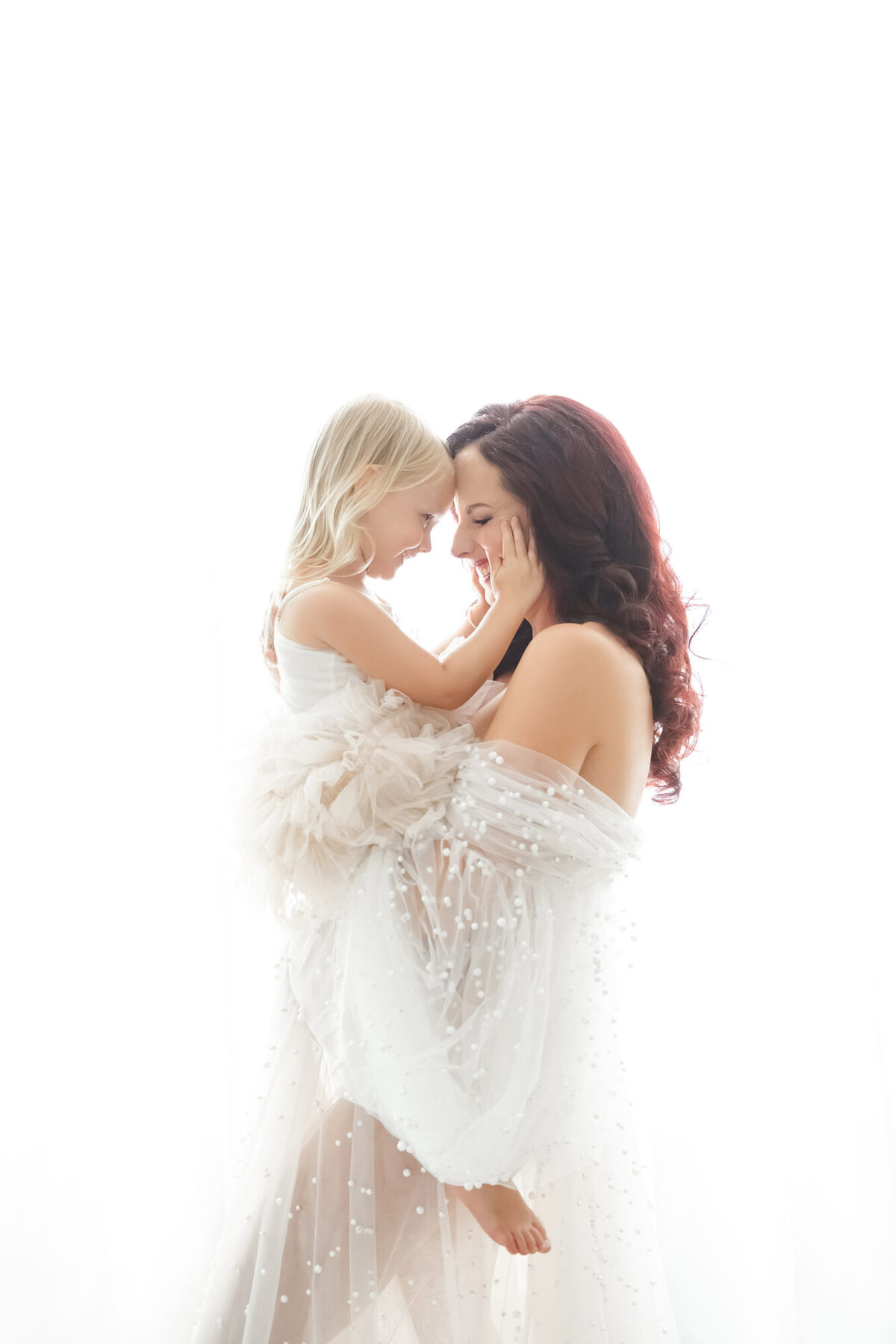 Reaj Roberts Photography Scottsdale maternity photographer pregnancy photos light and airy mom and daugther